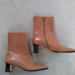 Etienne Aigner 6 camel leather boots